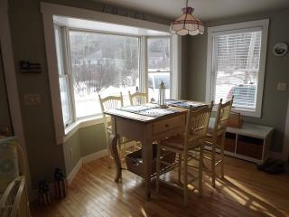 COZY COTTAGE | PET FRIENDLY | FIVE ISLANDS | GEORGETOWN, MAINE | JETTED TUB | THREE BEDROOM | GAS FIREPLACE | CLOSE TO BEACHES, SHOPPING & RESTAURANTS, Boothbay