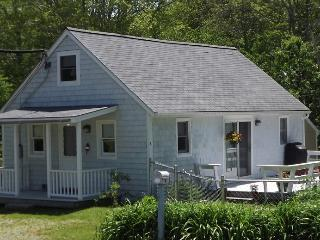 BAY STREET COTTAGE | BOOTHBAY HARBOR MAINE | WALK TO DOWNTOWN SHOPS AND RESTAURANTS, Boothbay