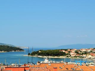 App 3  Mara  with Terrace and Sea View ****, Cres