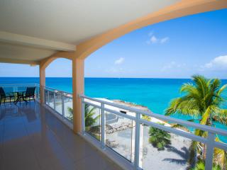 SUNSETS...Titanic views from this fun condo close to the infamous Sunset Beach Bar!, Maho