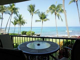 Kona By The Sea 105 - Oceanfront 1 bedroom, 2 bath with private lanai!, Kailua-Kona