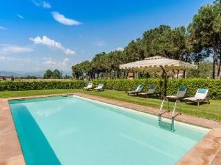 Historical Tuscan townhouse Casa Felice Matteucci in splendid natural setting with pool, Vorno