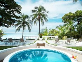 Beachfront Royal Villa- pool- jetted tub, tropical grounds & resort access, Tambor
