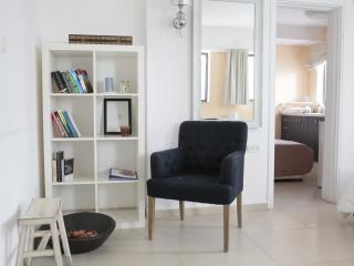 BHouse - Rooms for rent - suite - up to 6 sleeps!, Tel Aviv