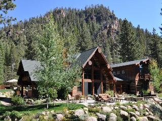 Painted Rock - Deluxe 5 BR w/ Hot Tub on the River - Minutes to Squaw Valley, Olympic Valley