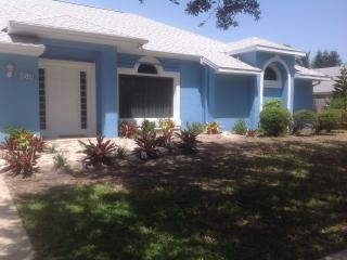 Pool Home one block from Beach/Walk to restaurants, Indialantic