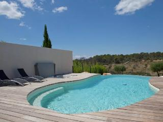 Apartment with pool and jacuzzi in south France, Juvignac