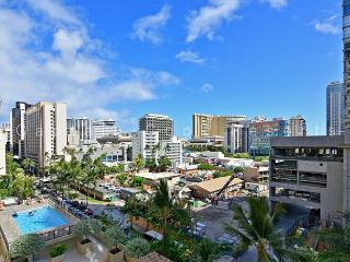 1-bedroom with full kitchen, AC, W/D, washlet, parking and WiFi!  Sleeps 4., Honolulu