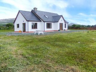 THE CHERRY TREE COTTAGE, open fire, garden, views, close to coast, near Adrigole, Ref 23586, Crossmaglen