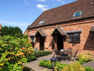 BURFORD COTTAGE, terraced barn conversion, parking, garden, in Clifford Chambers, Ref 920813