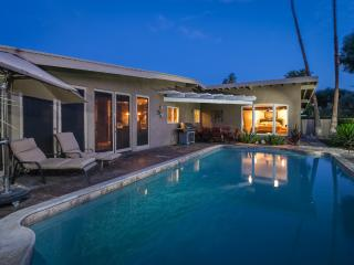 MID CENTURY GORGEOUS SINGLE LEVEL HOME, Rancho Mirage