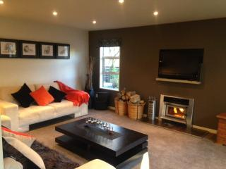 Modern, sunny, private, close to all services, Queenstown