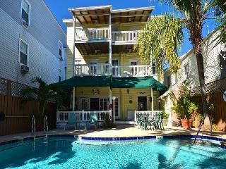 Beautiful & Historic Curry House - Room 2 - Heated Pool - Breakfast Included, Key West