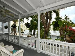 Beautiful & Historic Curry House - Room 4 - Heated Pool - Breakfast Included, Key West