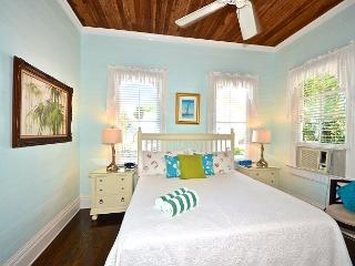 Beautiful & Historic Curry House - Room 5 - Heated Pool - Breakfast Included, Key West