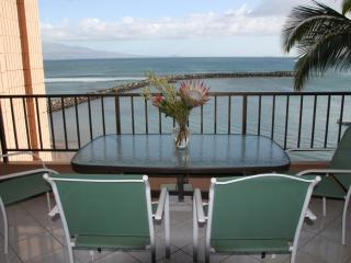 2 Bedroom Oceanfront Condo, Maalaea