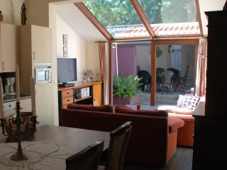 Holiday house, a 5' walk off the market: Opaal, Brujas