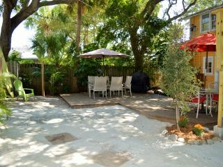 Cottage by the Beach - 15% off Aug 8-22!, Indian Rocks Beach