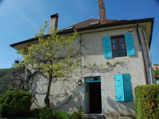 TALLOIRES - CHARMING HOUSE Village center. Garden, Talloires