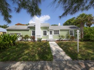 Tranquil, peaceful, and just about the cutest 3 BR, Longboat Key