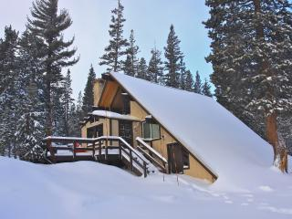Charming Ski-in/out Chalet #18, Mammoth Lakes
