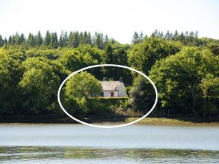 Cottage on `Secret Waterway', Landshipping