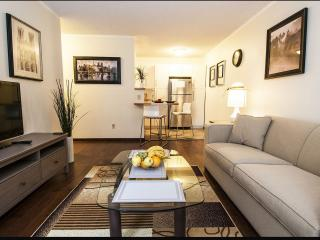 ★★★★★ 13th DT & Steps to 17th Ave, Calgary