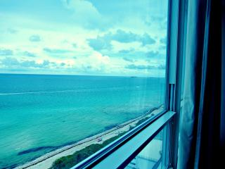 Deluxe Queen Suit With Ocean View, Miami Beach