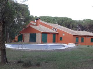 HOLIDAY HOME WITH 2 PRIVATE POOLS AND TENNIS, Llagostera