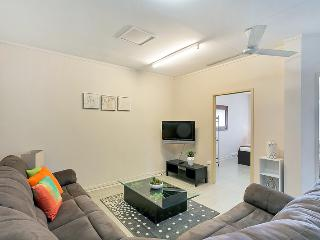 Inner City Residence - Six Bedroom - 50m to Cairns Central Shopping Centre