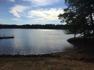 Quiet Cove Near Main Channel: Dock, Hot Tub, Beach, Lake Norman