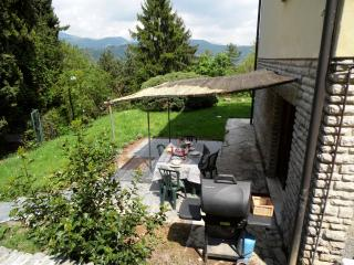 Apartment in villa with garden and barbecue, Bergamo