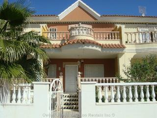 3 Bed, 2 Bath Townhouse w/pool. Ciudad Quesada