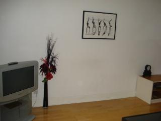 WELL EQUIPPED 2 BEDROOM PROPERTY IN PRIME LOCATION, Edinburgh