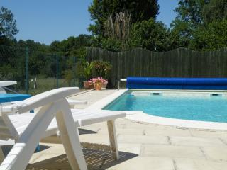 Homely cottage with heated swimming pool, Beaumont-en-Veron