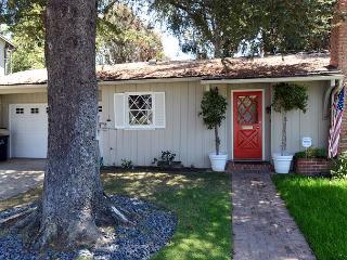 2 Bedroom 2 Bath House in Pacific Palisades with nearby Ocean Views, Santa Monica
