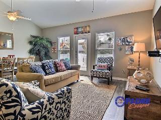 All-New Poolside Townhouse with beautifully decorated interiors and lots of a, Corpus Christi