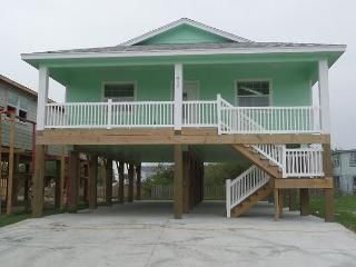 BRAND NEW LISTING: The Beach Hive, 3/2, Pet Friendly, In Town, Port Aransas