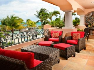 Tres Hermanas - 3 or 4 bedroom beachfront condo, Puerto Aventuras