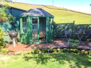 LAVENDER COTTAGE woodburning stove, pet-friendly in Bingley Ref 924441