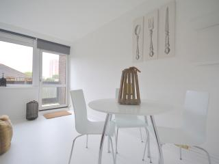 Excellent Duplex Designers Apartment near Station, Londres