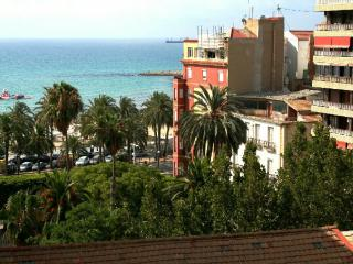 Charming house with sea and Castle view, Alicante