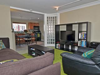 Funky 2 BR at Brown by Flatbook, Providence