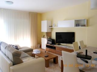 Big townhouse on two floors 3 minutes to the beach, Malgrat de Mar
