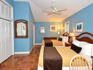 Ibis Suite - Secluded Hideaway w/ Shared Hot Tub & Grill, Key West