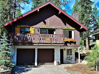 3BR + Loft Tahoe Tyrol Chalet with a Private Hot Tub and Gourmet Kitchen, South Lake Tahoe