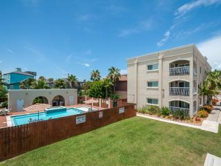 Large pool/spa, across street from beach! Dogs OK!, South Padre Island