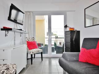 Cozy Antibes Vacation Rental with Sea View, Balcony, WiFi