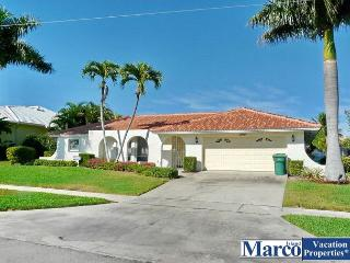 House on quiet street w/ heated pool & easy access to shopping & beaches, Marco Island