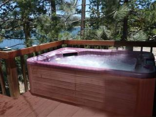 PRIVATE BOAT DOCK!  LAKEFRONT!  HOT TUB! ROMANTIC Getaway for 2 to 3.  VIEWS!, Big Bear Region